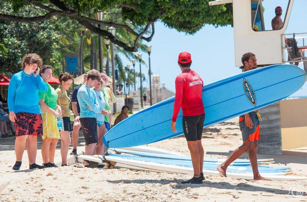Hans Hedemann School: Group Surfing Lesson in Waikiki